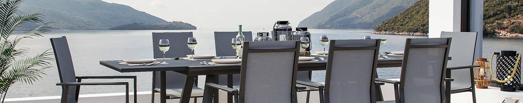 Set da pranzo con tavoli allungabili e sedute